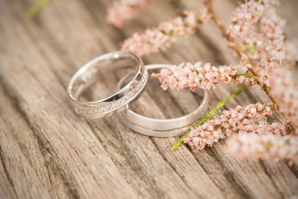 How Much Money Should You Spend On A Wedding Ring?