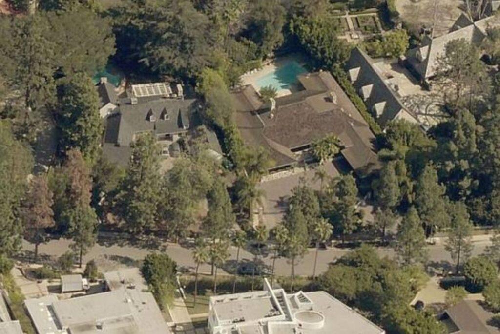 Where Does Jeff Bezos Live?