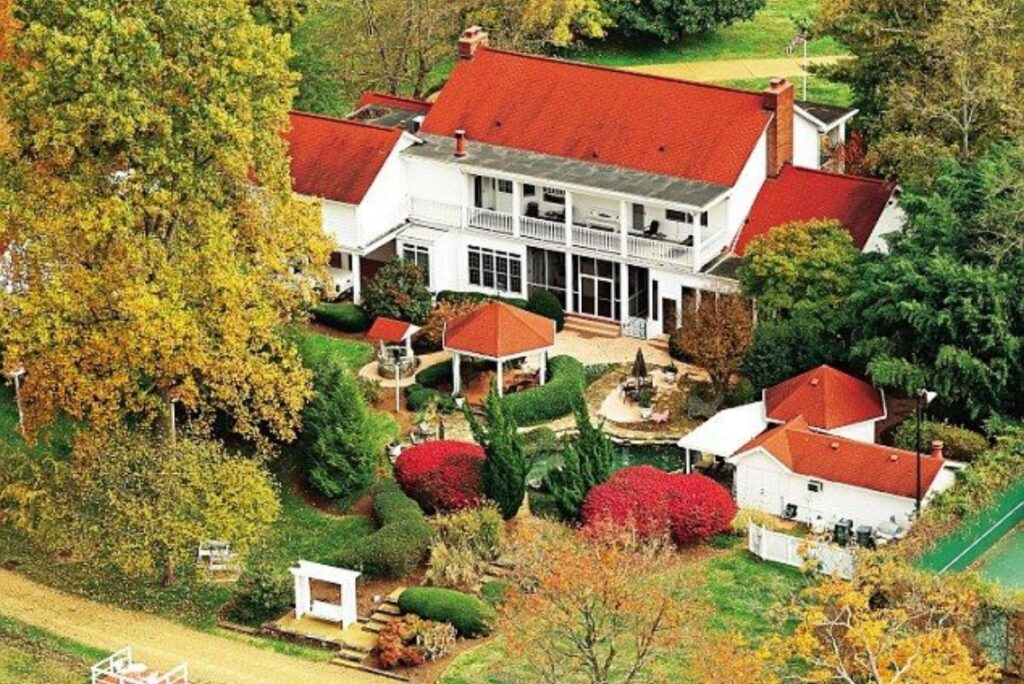 Where Does Dolly Parton Live?
